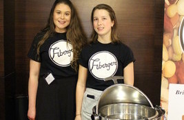 Caileigh Smith and Evelyn Helps of the University of Guelph (CNW Group/Pulse Canada)