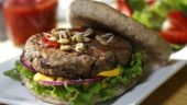 Food Day Canada 2016 Recipe: Spicy Black Bean Burger (CNW Group/Food Day Canada)